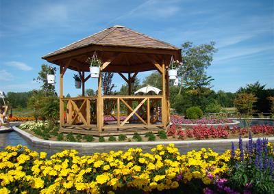 Charretterie kiosque en bois pour jardin