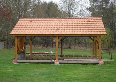 Construction d'abri appenti en bois