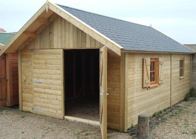 Garage sur-mesure en bois à 2 pentes
