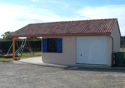 Garage simple béton avec un abri auvent
