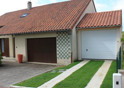Garages simple béton attenant à une maison